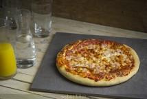 Pizza de lacón y tres quesos