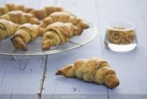 Medialunas de pan y cebolla