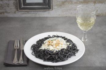 Espaguetis negros con sepia y gambas