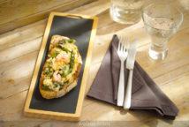Tosta de huevo revuelto con espárrago verde